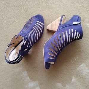VINCE CAMUTO Leather Upper Peep Toe Sandal